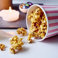 Karamel popcorn opskrift Snack Recipes, Good Food, Candy, Make It Yourself, Cooking, Breakfast, Sweet, Snack Mix Recipes, Kitchen