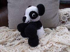 Pandabeertje gehaakt Karien crocheert (FB)
