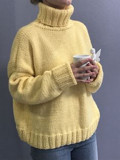 Simple Outfits, Cool Outfits, Big Knits, Knit Fashion, Cozy Sweaters, Apparel Design, Knitting Yarn, Sweater Weather, Knitwear