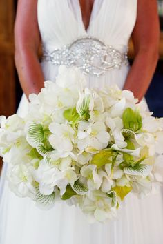 This Sleek Wedding Will Make You Go Crazy For White Blooms