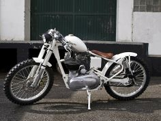 Royal Enfield bobber, keep looking at this I'd have to change the tank, hmm maybe Springer front end to lol.