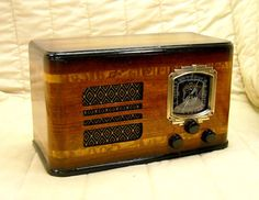 Old Antique Wood Howard Vintage Tube Radio - Restored Working Art Deco Table Top