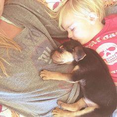 Mãe regista sestas diárias de filhos com cão... bonito demais para descrever por palavras! | Tá Bonito