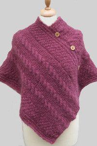 Un exemple de poncho à torsades tricoté ✪ Kit tricot poncho à torsades