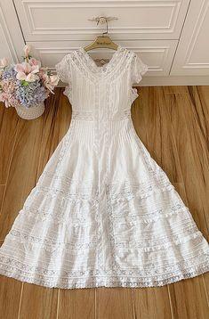 W200914 - Vestido Comprido Verão em Algodão - Material: algodão @westfrontpt Little White Dresses, White Outfits, Casual Dresses, Short Dresses, Fashion Dresses, Pretty Dresses, Beautiful Dresses, Evening Dresses, Summer Dresses