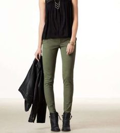 Super How To Wear Green Pants Olive Skinnies Ideas Source by jeans outfit Olive Pants Outfit, Jeggings Outfit, Ripped Jeggings, Olive Outfits, Olive Skinnies, Olive Skinny Jeans, Skinny Pants, Khaki Jeans, Green Jeans