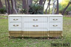 Take a look at Tracey's paint blending techniques for furniture - this style incorporated three or more layers of paint for a unique look. Gold Dipped Furniture, Metallic Painted Furniture, Gold Furniture, Bedroom Furniture Sets, Paint Furniture, Furniture Styles, Furniture Makeover, Furniture Design, Refurbished Furniture