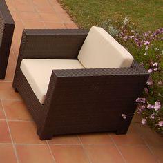 Butaca para exterior MONTREAL de Bambó Blau. Estructura de aluminio, ratán polietileno color Café y cojines anti-humedad. Para terraza y jardín.