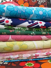 lovely stack of fabric! Retro Fabric, Cool Fabric, Vintage Fabrics, Fabric Art, Motif Vintage, Vintage Floral, Vintage Sewing Notions, Vintage Crafts, Fabulous Fabrics