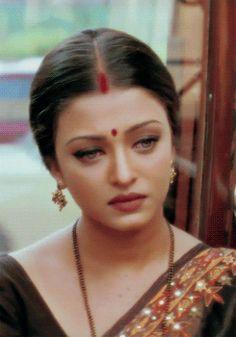 Aishwarya Rai as Nandini in Hum dil de chuke sanam😍 Aishwarya Rai Makeup, Aishwarya Rai Photo, Actress Aishwarya Rai, Beautiful Bollywood Actress, Most Beautiful Indian Actress, Beautiful Actresses, Bollywood Costume, Bollywood Fashion, World Most Beautiful Woman