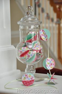 How to Make Pretty Paper Balls + Paper Ball Garland #garlands #craft