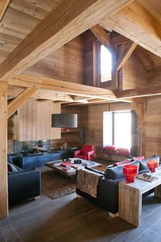 The chalet Maj was built in larch, in the purest tradition by Chalets Bayrou. The luxury of this naturally warm chalet, has nothing. Chalet Design, Cabin Design, House Design, Contemporary Cabin, Interior Design Classes, Lodge Style, Chalet Style, Ski Chalet, Modern Mountain Home