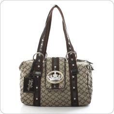 Die Krone und die königliche Lilie sind zu ihrem inoffiziellen Markenzeichen geworden, sie zieren und schmücken die Taschen von Friis & Company, dem jungen Design Label aus Dänemark. Wer bei Taschen-Mode mitreden will, kommt an Friis & Company nicht vorbei.