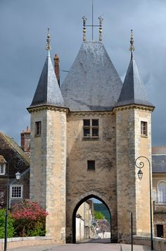 Porte de Joigny, Villeneuve-sur-Yonne (Yonne), Bourgogne, France - photo Patrick -  This is the area where my great grandmother lived -  djc