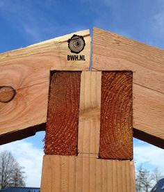 Único e Criativo Zelf kapschuur maken Lariks douglas kapschuren bouwen Timber Structure, Wood Joints, Barns Sheds, Wood Shed, Timber Frame Homes, Roof Design, Diy Wood Projects, Wood Construction, House In The Woods