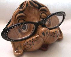 Vintage Eyeglass Holder Ceramic Dog Made By Penny Halstead Pottery Sculptures Céramiques, Eyeglass Holder, Pottery Wheel, Clay Projects, Diy Christmas Gifts, Clay Art, Wood Carving, Ceramic Art, Eyeglasses