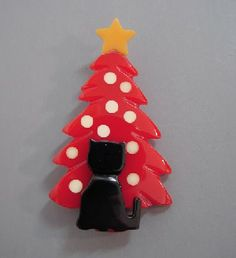 Shultz bakelite Christmas tree brooch, red with cream