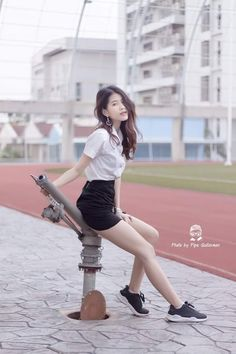 Cool Girl, Cute Girls, University Girl, Girls In Mini Skirts, Cute Japanese Girl, Girls Uniforms, Pleated Mini Skirt, Portrait Poses, Asia Girl