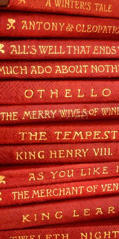 "Shakespeare ( ""Brush up your Shakespeare, Start quoting him now. Brush up your Shakespeare and the women, you will wow"" - Cole Porter, Kiss Me Kate ) I Love Books, Books To Read, William Shakespeare Frases, Shakespeare Plays, Ragnor Fell, Lizzie Hearts, Old Books, Red Aesthetic, Shades Of Red"
