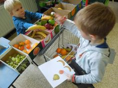 PIN healthy eating, sustainability and life skills (shopping) Nursery Activities, Toddler Learning Activities, Preschool Activities, Teaching Kids, Fruit And Veg, Fruits And Vegetables, Creative Kids Rooms, Kindergarten, Shapes For Kids
