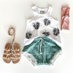 palm leaf printed tank, accessorized with strappy leather sandals--a perfect tropical outfit for baby girl on vacation Baby Girl Fashion, Toddler Fashion, Kids Fashion, Pool Fashion, Style Fashion, Outfits Niños, Kids Outfits, Toddler Outfits, Winter Outfits