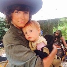 Chandler riggs with my favorite Judith! Bring those babies back!!!!< Chandler Riggs, Carl Grimes, The Walking Dead