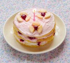 Hozzávalók: egy csipetnyi szeretet: Mini torták 1 éves csöppségeknek Minion, Pancakes, Fruit, Breakfast, Food, Yogurt, Morning Coffee, Meal, Crepes