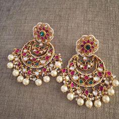 Indian Jewelry Earrings, Jewelry Design Earrings, Gold Earrings Designs, India Jewelry, Charm Jewelry, Wedding Jewelry, Jewelery, Gold Jewellery, Temple Jewellery