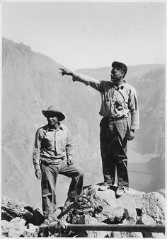 Apache Indians employed as high-scalers on the construction of Hoover Dam. Rare Photos, Vintage Photographs, Cool Photos, Amazing Photos, Hoover Dam Construction, Apache Indian, Guy Pictures, Civil Engineering, Black And White Pictures