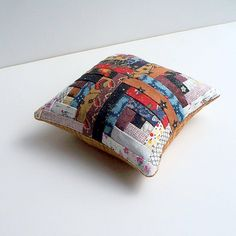 tiny log cabin #quilt pin cushion ...LESLIE makes these!