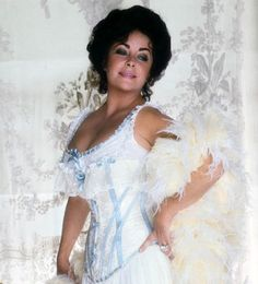 The beautiful, great actress, Elizabeth Taylor Elizabeth Taylor Cleopatra, Queen Elizabeth, Divas, Child Actresses, Actors & Actresses, Violet Eyes, Elisabeth, Marlene Dietrich, Naomi Campbell