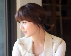 I love Yuri Sung's hair and skin