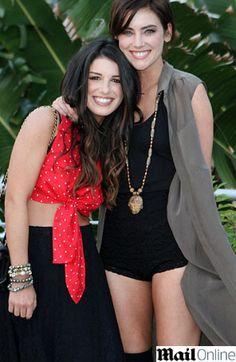 Shenae Grimes e Jessica Stroup posaram juntas em evento que aconteceu em Miami