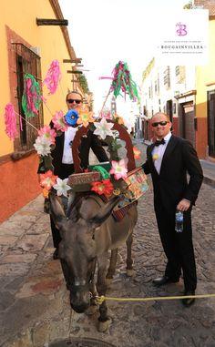 Típica callejoneada en San Miguel de Allende.  Boda San Miguel de allende Bougainvillea San Miguel. México. www.bougainvilleabodas,com.mx