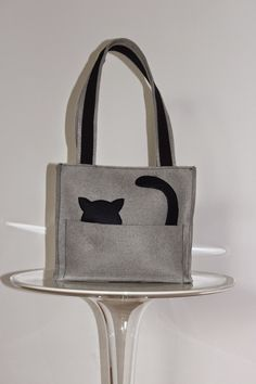 Borse in feltro Sewing Crafts, Sewing Projects, Cat Bag, Handmade Felt, Cloth Bags, Creative Crafts, My Bags, Neue Trends, Backpack Bags