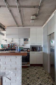 Open house + Brastemp 60 anos - Helinho Calfat. Veja: http://www.casadevalentina.com.br/blog/detalhes/open-house-+-brastemp-60-anos--helinho-calfat-3051 #decor #decoracao #interior #design #casa #home #house #idea #ideia #detalhes #details #openhouse #style #estilo #casadevalentina #kitchen #cozinha