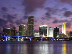 #Miami, una de las más bellas ciudades de #EstadosUnidos, de noche muestra todo su encanto.