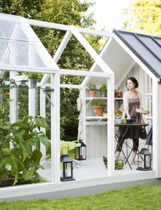 How to make the small greenhouse? There are some tempting seven basic steps to make the small greenhouse to beautify your garden. Outdoor Greenhouse, Cheap Greenhouse, Portable Greenhouse, Greenhouse Wedding, Greenhouse Plans, Landscaping Software, Home Landscaping, Modern Greenhouses, Large Indoor Plants