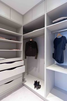 Wardrobe Design Bedroom, Bedroom Wardrobe, Wardrobe Closet, Bedroom Decor, Bedroom Closet Storage, Master Bedroom Closet, Bedroom Cupboard Designs, Bedroom Cupboards, Wardrobe Door Designs