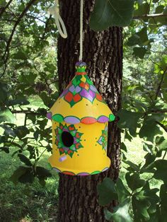 Round Hand Painted Birdhouse Summer Colors Original Floral Design Summer Yellow with Shades of Green Decorative Bird Houses, Bird Houses Painted, Painted Birdhouses, Coffee Can Diy Projects, Homemade Bird Houses, Macrame Wall Hanging Diy, Diy Bird Feeder, Bird Boxes, Bird Tree