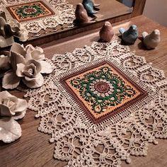 Crochet World added a new photo. Crochet Square Blanket, Crochet Blocks, Crochet Granny, Crochet Doilies, Crochet World, Crochet Home, Cute Crochet, Crochet Mandala Pattern, Crochet Borders