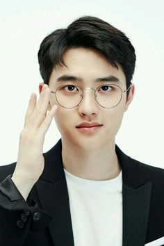Find images and videos about kpop, exo and korean on We Heart It - the app to get lost in what you love. Kyungsoo, Exo Chanyeol, Kpop Exo, Exo Ot12, Kaisoo, Chanbaek, Foto Do Exo, Exo Fanart, Exo Lockscreen