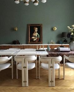 Dining room by German interior designer Nora Witzigmann featuring a beautiful set of Pamplona chairs by Augusto Savini Mid-century Interior, Modern Interior, Interior Design, Dining Room Inspiration, Furniture Inspiration, Interior Inspiration, Architecture Restaurant, Modern Dining Table, Dining Chairs
