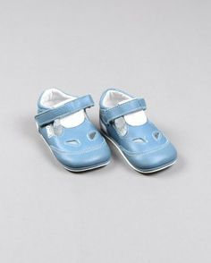 Zapatos con aberturas bicolor marca Crio's http://www.quiquilo.es/catalogo-ropa-segunda-mano/zapatos-con-aberturas-bicolor-en-color-azul-marca-crio-s.html