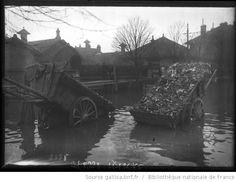 31-1-1910, rue de la Convention [Paris, 15e arrondissement, 2 charrettes de détritus] : [photographie de presse] / [Agence Rol] - 1