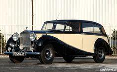 1953 Rolls-Royce Silver Wraith LWB Limousine by H. Bentley Rolls Royce, Rolls Royce Cars, Vintage Cars, Antique Cars, Rare Antique, Rolls Royce Wallpaper, Rolls Royce Silver Wraith, Classic Rolls Royce, Go Car