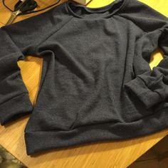 Nachdem ich den ganzen Winter um den Stoff herumgeschlichen bin hat er es nun natürlich nicht erst ins Stoffregal geschafft. #merino #lindensweatshirt by minnies83