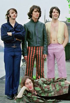 """roqueandrolle: """" babeimgonnaleaveu: """" The Beatles photographed by Tom Murray in 1968 """" unfff george """" Foto Beatles, Beatles Love, Beatles Photos, George Beatles, John Lennon, Ringo Starr, George Harrison, Beatles Party, Progressive Rock"""