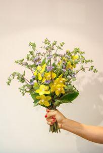 Buquê de flores -  Saint Tropez  Buque pequeno com orquídeas    #PollenDreams #Pollen #SãoPaulo #Brasil #Felicidade #Carinho #Amor #Casamento #Flores #Rosas #Decoracao #Arranjos #inspirations #flowersinbrazil #flowers #love #delivery #qualidade #floristas #buques #presente #gift - Flores no Brasil, Flores em São Paulo - Flowers to Brazil - @Pollenflores - www.PollenFlores.com.br