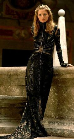 haute couture fashion Archives - Best Fashion Tips Look Fashion, High Fashion, Womens Fashion, Fashion Design, Dress Up, Gold Dress, Fantasy Dress, Mode Style, Costume Design